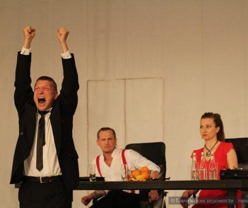 В Киеве покажут нашумевший спектакль «Метод» молодёжного театра.